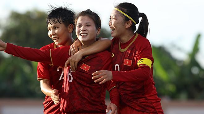 Huỳnh Như nặng ký ở giải thưởng Quả bóng vàng 2019. Ảnh: Hoàng Linh