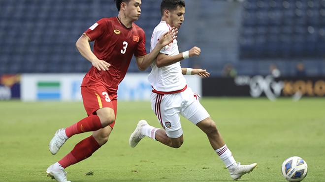 U23 UAE đã về nước từ tứ kết sau thảm bại 1-5 trước ĐKVĐ U23 Uzbekistan. Ảnh: Hoàng Linh