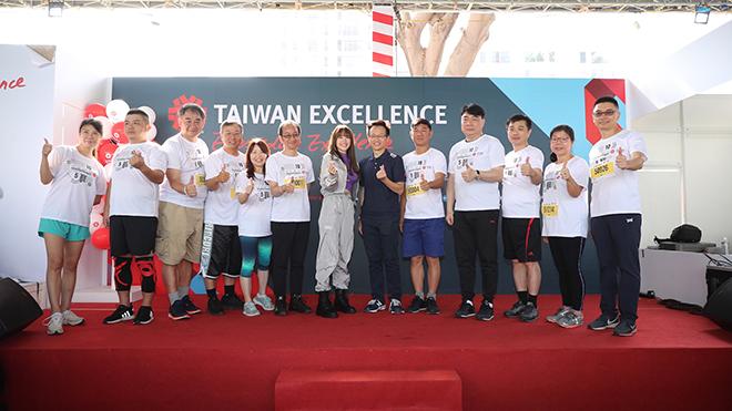 Ca sĩ Minh Hằng cũng góp vui ở sự kiện có hơn 9 ngàn người tham dự năm nay. Ảnh: BM