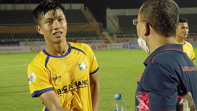 Văn Đức không thể hiện được nhiều ở trận đấu trở lại tối 8-3. Ảnh: Anh Linh