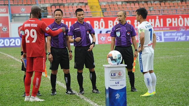 Không có VAR, trọng tài V-League khó đảm bảo công bằng cho các CLB. Ảnh: VPF