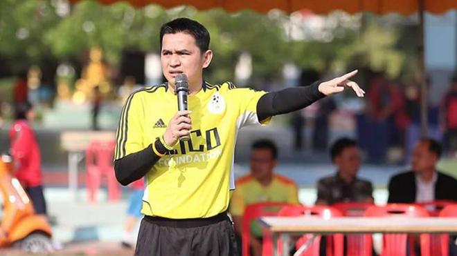 """""""Zico Thái"""" Kiatisuk lên tiếng kêu gọi phòng chống dịch bệnh ở Thái Lan"""
