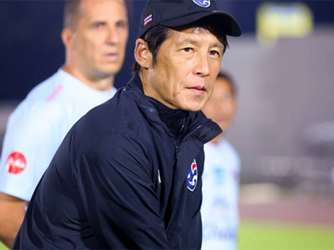 HLV Nishino giảm 50% lương vẫn ngang ngửa ông Park Hang Seo