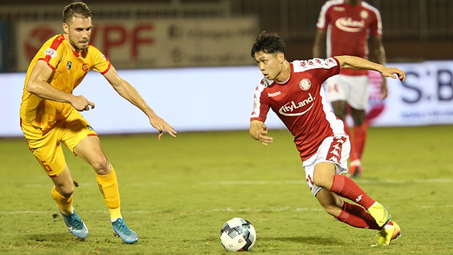 TP.HCM vẫn bay cao trên bảng xếp hạng sau chiến thắng tối thiểu trước Thanh Hoá tối 15/3. Ảnh: LG