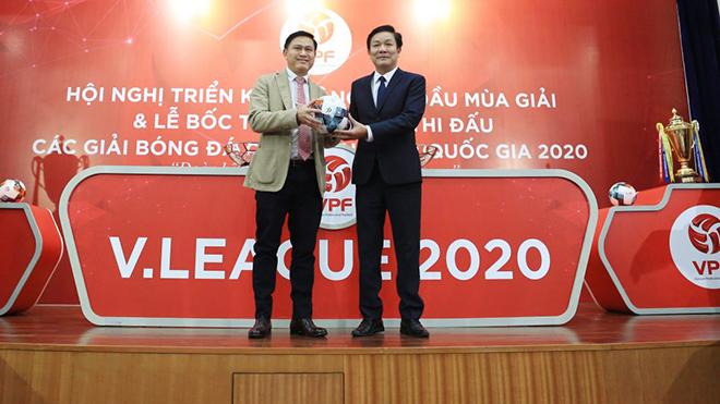 Chủ tịch VPF Trần Anh Tú khẳng định không thể huỷ mùa giải 2020 bởi nó ảnh hưởng rất nhiều thứ. Ảnh: VPF