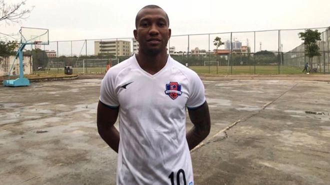 Tiền đạo Dorielton, 30 tuổi, người Brazil, đang chơi cho CLB Meizhou Hakka tại Trung Quốc bị phát hiện dương tính với Covid-19 sau khi trở về từ chuyến tập huấn Thái Lan