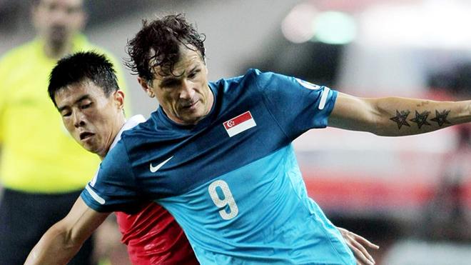 Từ cậu bé tị nạn lang bạt nhiều quốc gia, Duric trở thành người hùng bóng đá Singapore từ tuổi 37. Ảnh: AFC