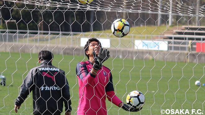 Thủ thành 24 tuổi của Nhật Bản là cầu thủ thứ 2 ở J-League mắc Covid-19. Ảnh: Cerezo Osaka