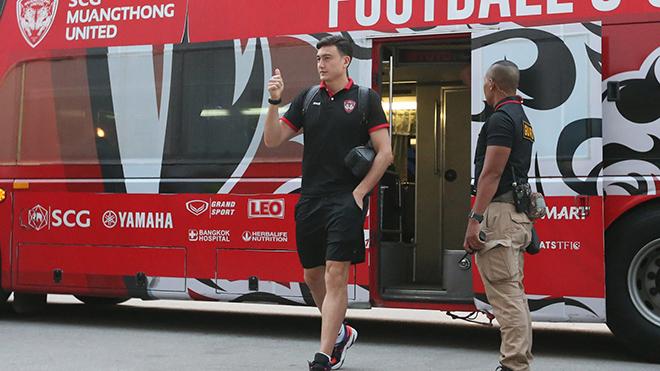 Văn Lâm có thể phải thi đấu 2 năm mới hết mùa bóng 2021 ở Thái Lan. Ảnh: Muangthong United