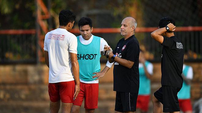 Văn Lâm cùng Muangthong đặt mục tiêu TOP 4 Thai League