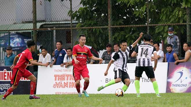 Cựu trung vệ tuyển Việt Nam toả sáng ở giải phong trào
