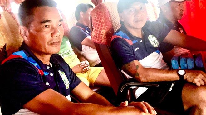 HLV Nguyễn Liêm Thanh (phải) sẽ đảm nhận vai trò của ông Hữu Đang ở CLB thời gian tới. Ảnh: CTF