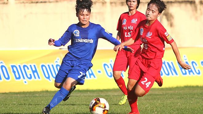 Hà Nội 1 Watabe (đỏ) thắng đậm Thái Nguyên T&T 4 bàn không gỡ để bám đuổi quyết liệt TP.HCM 1. Ảnh: TSB