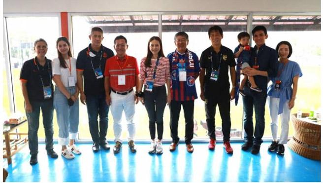 Trận đấu của Port FC và Police Tero thu hút sự chú ý của rất nhiều nhân vật VIP nhưng đã xảy ra sự cố đáng tiếc