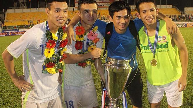 bóng đá Việt Nam, tin tức bóng đá, bong da, tin bong da, HAGL, bầu Đức, Vũng Tàu, Thanh Tùng, giải hạng nhất QG, tứ kết Cup QG, VFF, VPF