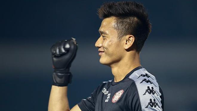 bóng đá Việt Nam, tin tức bóng đá, bong da, tin bong da, Bùi Tiến Dũng, CLB TPHCM, thủ môn Bùi Tiến Dũng, BXH V League, lịch thi đấu V League