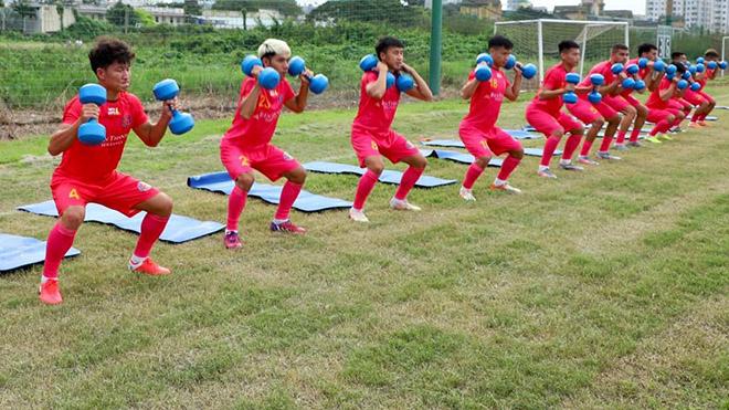 Với đội hình gồm đa phần tân binh, Sài Gòn FC phải bắt tay tập luyện từ sớm để chuẩn bị cho mùa giải 2021. Ảnh: SGFC