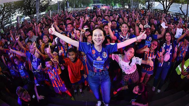 Nữ tướng bóng đá Thái Lan lập chiến tích cho đội nhà