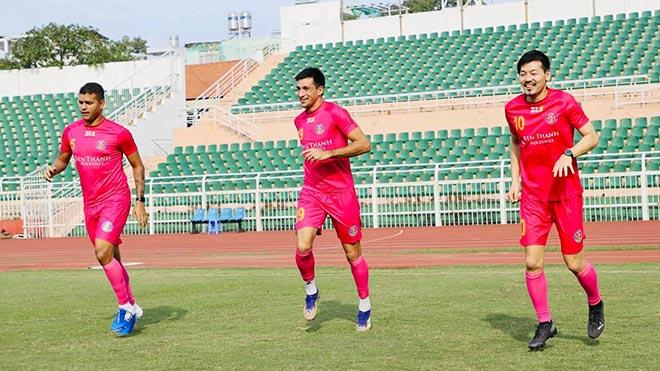 Thiago và Merlo là những người đã ghi bàn vào lưới Hà Nội FC ở trận đấu tối 29-12, người còn lại là Matsui (phải) chưa vào sân thi đấu ở giải tứ hùng. Ảnh: SGFC