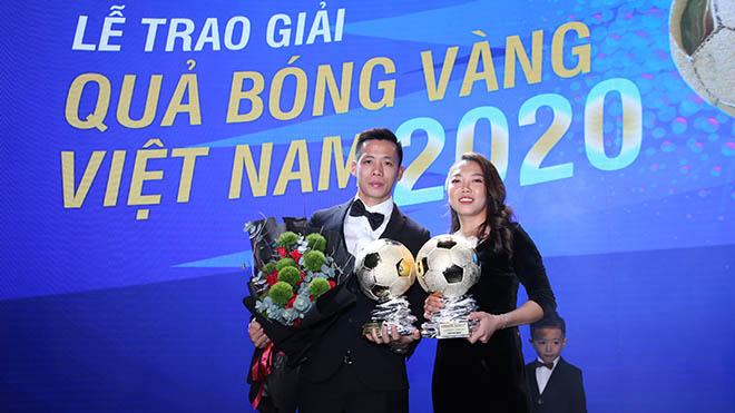 Văn Quyết thắng thuyết phục ở giải thưởng Quả bóng vàng Việt Nam 2020. Ảnh: BSG