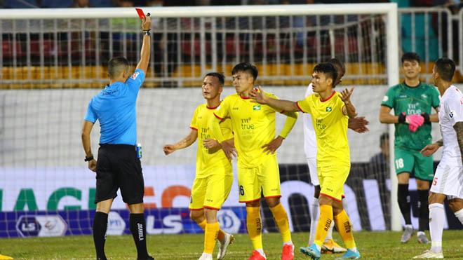 bóng đá, bóng đá Việt Nam, bóng đá hôm nay, SLNA, TP.HCM, Lee Nguyễn, Ngô Duy Lân, trọng tài, vòng 2 V-League 2021, bảng xếp hạng vòng 2 V-League 2021