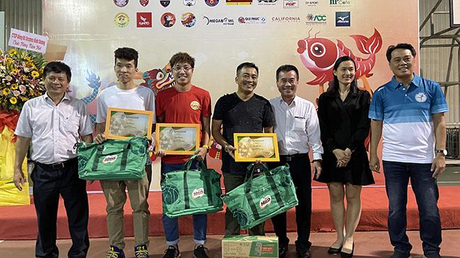 'Cậu bé xây đam mê bóng đá trên ghi đông xe đạp' thắng giải 'Với thể thao, ai cũng là nhà vô địch'