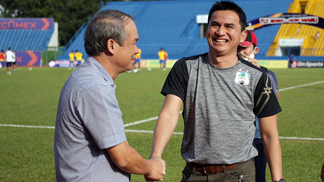Dù SLNA tự làm khó mình với sai lầm khó tha thứ của trung vệ Thái Bá Sang thì HLV Kiatisuk cũng ít nhiều để lại dấu ấn với những sự thay đổi quyết định mang về 3 điểm đầu tay cho HAGL.