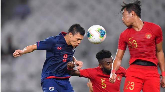 Thái Lan (xanh) muốn gặp Indonesia ở sân nhà để lấy 3 điểm trọn vẹn
