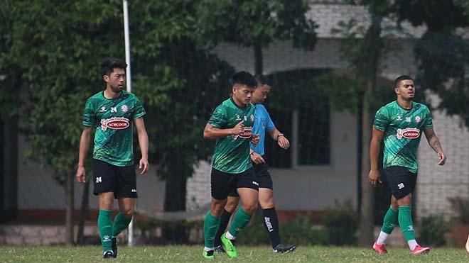 TPHCM của Lee Nguyễn dễ dàng đánh bại đội hạng Nhất Long An chiều 30-1. Ảnh: TPHCM
