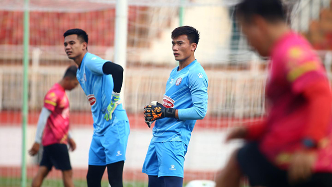 bóng đá Việt Nam, tin tức bóng đá, bong da, tin bong da, Bùi Tiến Dũng, thủ môn Bùi Tiến Dũng, V League, chuyển nhượng V League, CLB TPHCM, HLV Polking, Thai League