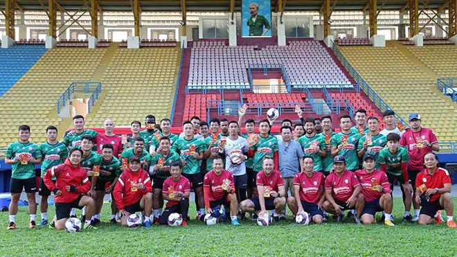 TPHCM đặt mục tiêu vô địch V-League 2021 với đội hình được đầu tư lớn. Ảnh: TPHCM