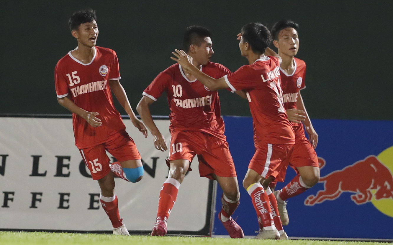 Tiền đạo số 10 Xuân Tiến giúp SLNA có bàn gỡ 1-1 và áp đảo đối thủ toàn diện trong thời gian còn lại nhưng không thể ghi thêm bàn thắng. Ảnh: Anh Đồng
