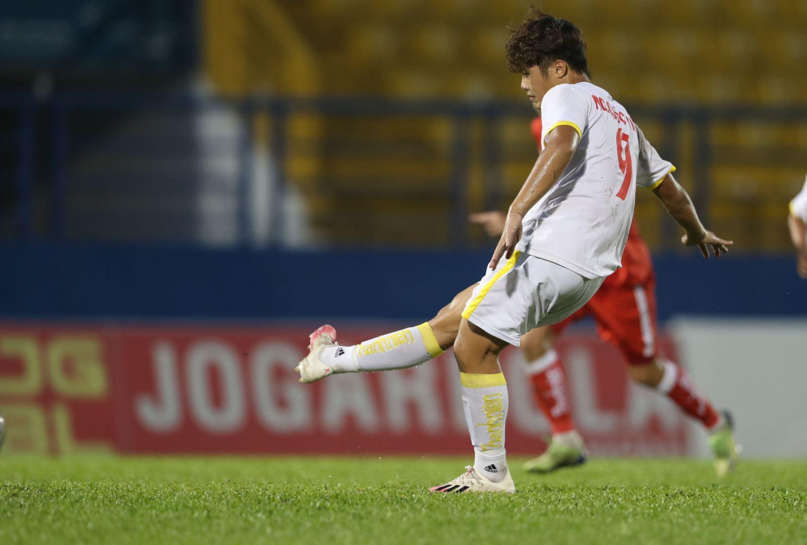 Quốc Việt với bàn thắng thứ 8 ở giải năm nay để có danh hiệu Vua phá lưới và cũng là tài năng đáng chú ý trong tương lai gần. Ảnh: Anh Đồng