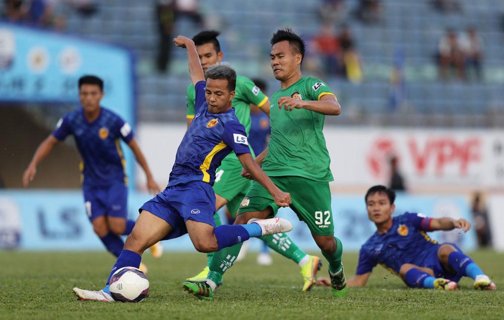 Hữu Sơn mở tỷ số cho Quảng Nam, giúp CLB này ngắt mạch hoà và thua 4 trận liền đầu mùa. Ảnh: VPF