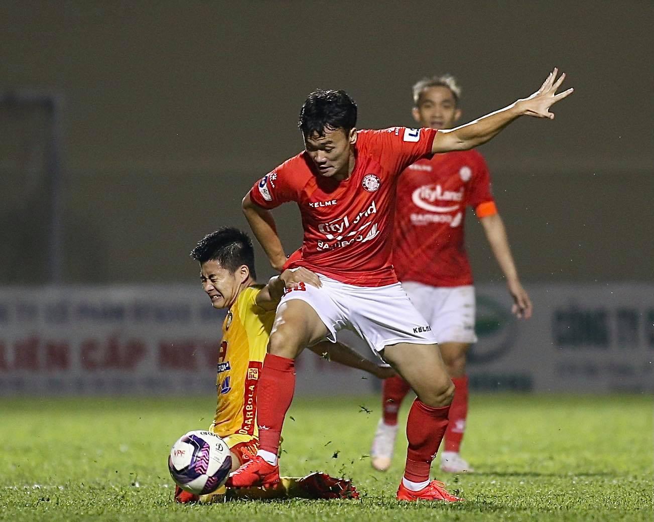 Xuân Nam đã phải nói lời chia tay TP.HCM sau gần 2 năm với 4 bàn thắng đóng góp cho CLB này. Ảnh: TPHCM