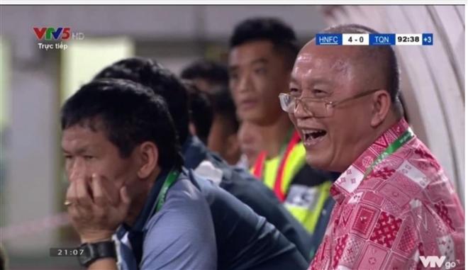 Chủ tịch HAGL, bầu Đức, HAGL, bóng đá, bóng đá Việt Nam, bầu Đức khịa bầu Hùng, Zico Thái, Kiatisuk, HAGL vs Hà Nội, bảng xếp hạng V-Legaue 2021, lịch thi đấu vòng 10 V-League 2021