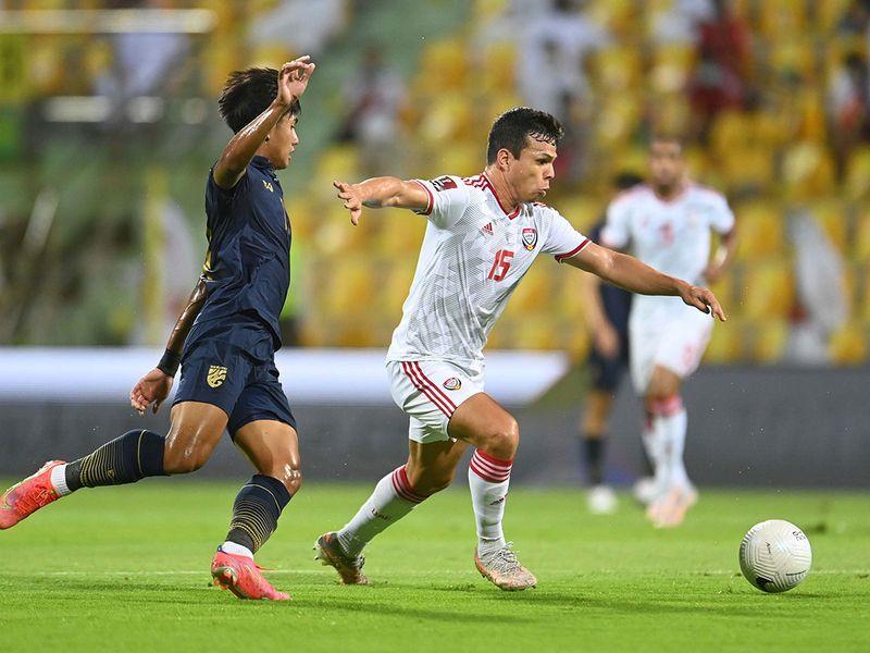 Cái chân trái và kỹ năng chơi đầu điêu luyện của chân sút Brazil nhập tịch giúp UAE tăng đáng kể khả năng săn bàn. Ảnh: UAE