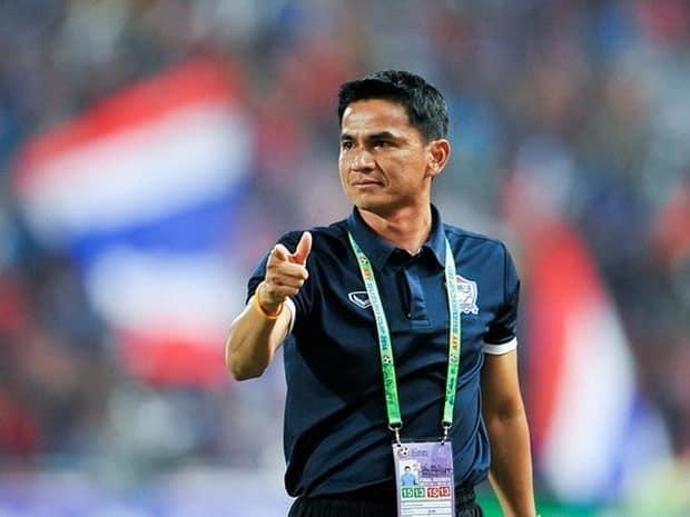 HLV Kiatisuk đang suy nghĩ nghiêm túc việc trở lại dẫn dắt đội tuyển Thái Lan sau khi chứng kiến tình yêu của người dân quê hương dành cho ông. Ảnh: TL