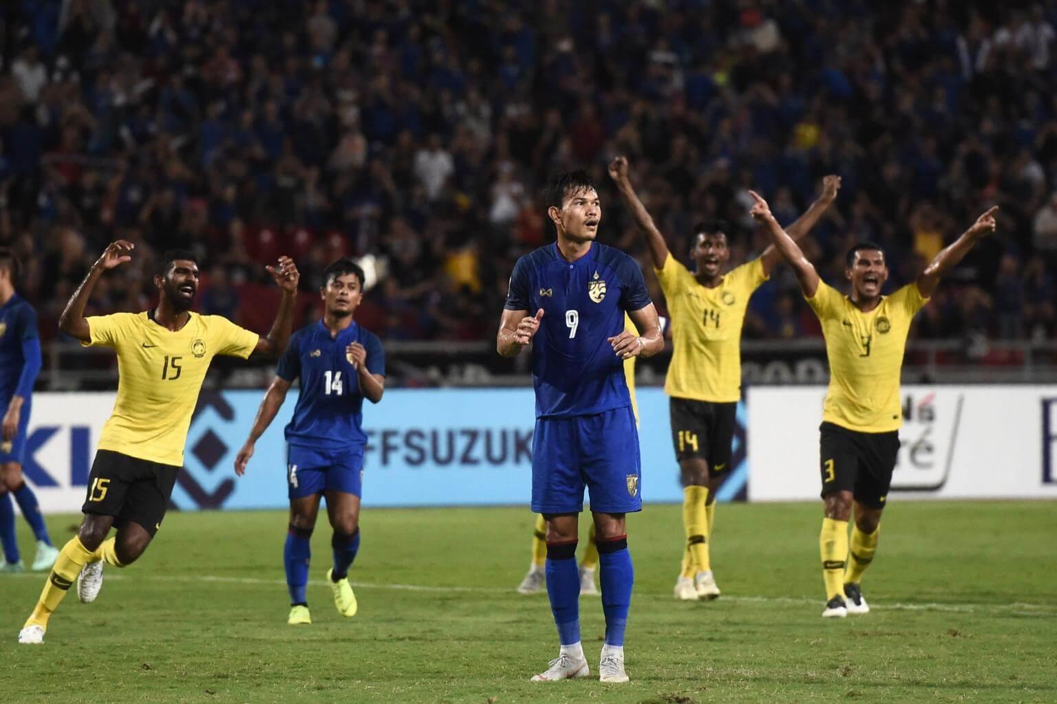 """Cú đá phạt đền hỏng ăn phút bù giờ trận bán kết AFF Cup 2018 của Adisak khiến Thái Lan bị Malaysia loại và """"Voi chiến"""" luôn xem Malaysia là đối thủ kỵ giơ. Ảnh: TL"""