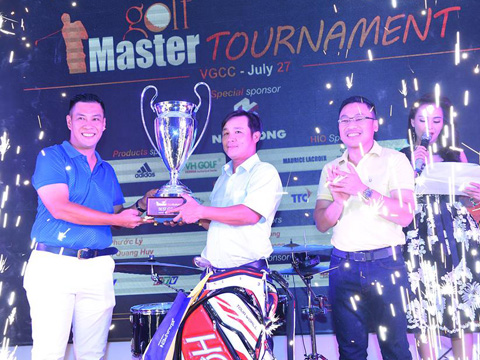 Tay golf Mai Đức Thủy giành chức vô địch giải. Ảnh: V.H