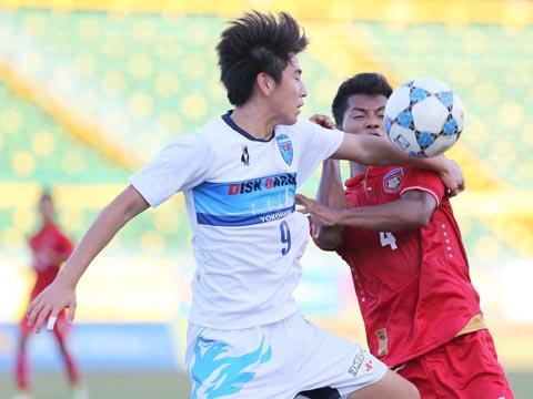 U21 Yokohama (áo trắng) là đội đầu tiên vào chung kết giải năm nay sau 3 trận thắng tuyệt đối. Ảnh: Anh Lập