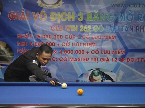 Vượt mặt nhiều tuyển thủ QG, cơ thủ Đỗ Đức Hiền vô địch giải đấu với phần thưởng 15 triệu đồng. Ảnh: BM