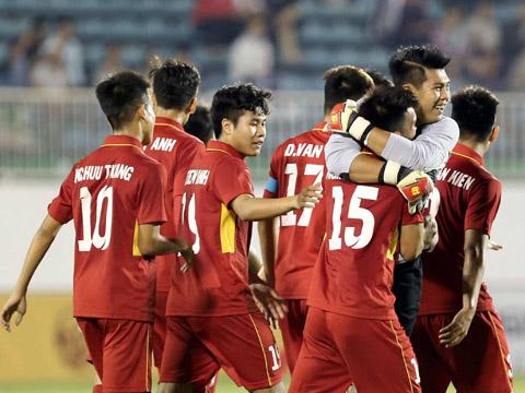 Các học trò của HLV Vũ Hồng Việt lần thứ 2 lên ngôi vô địch để giữ Cúp ở lại Việt Nam. Ảnh: Anh Lập