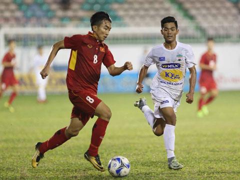 U19 tuyển chọn Việt Nam đè bẹp U19 HAGL 3-1 để đăng quang sớm 1 vòng đấu. Ảnh: Anh Lập