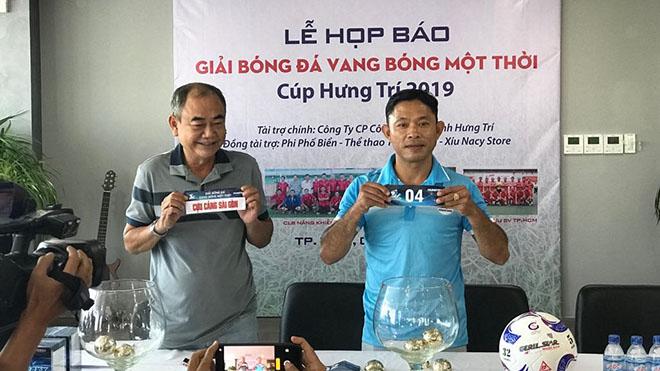 NSND Việt Anh, Trưởng BTC giải bốc thăm lịch thi đấu cùng Giám đốc công ty Thể thao Thiên Long - Phạm Văn Trung sáng 5/10. Ảnh: ĐV