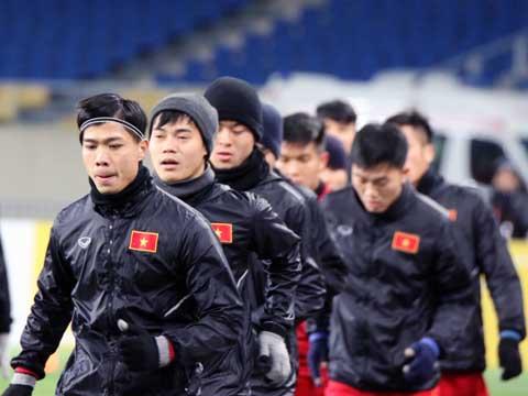 Các đàn anh khuyên Công Phượng và các đàn em dù tự tin có thừa nhưng phải tập trung tối đa trước đối thủ mà bóng đá Việt Nam chưa từng đánh bại được. Ảnh: Nhật Đoàn