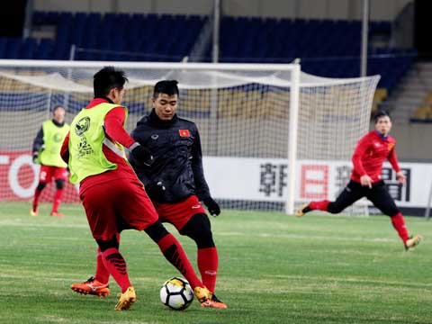 HLV Huỳnh Đức tin cậu học trò Đức Chinh càng thi đấu sẽ càng tiến bộ và Quả bóng vàng Việt Nam là danh hiệu Đức Chinh sẽ đạt được. Ảnh: Nhật Đoàn