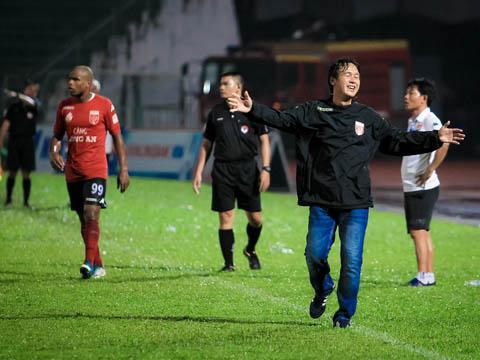 HLV Minh Phương cho rằng trọng tài là vấn đề muôn thuở với bóng đá Việt Nam. Ảnh: Hoàng Triều