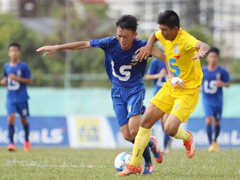 Các cầu thủ sẽ có cơ hội thi đấu để nhằm lọt vào mắt xanh của HLV Vũ Hồng Việt. Ảnh: Quang Phương