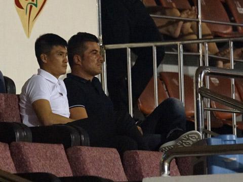 Công Vinh thương thảo với con trai ông Calisto để đưa HLV ngoại thành công nhất bóng đá Việt Nam về bất thành nhưng HLV Miura cũng là lựa chọn không tồi. Ảnh: Quang Liêm